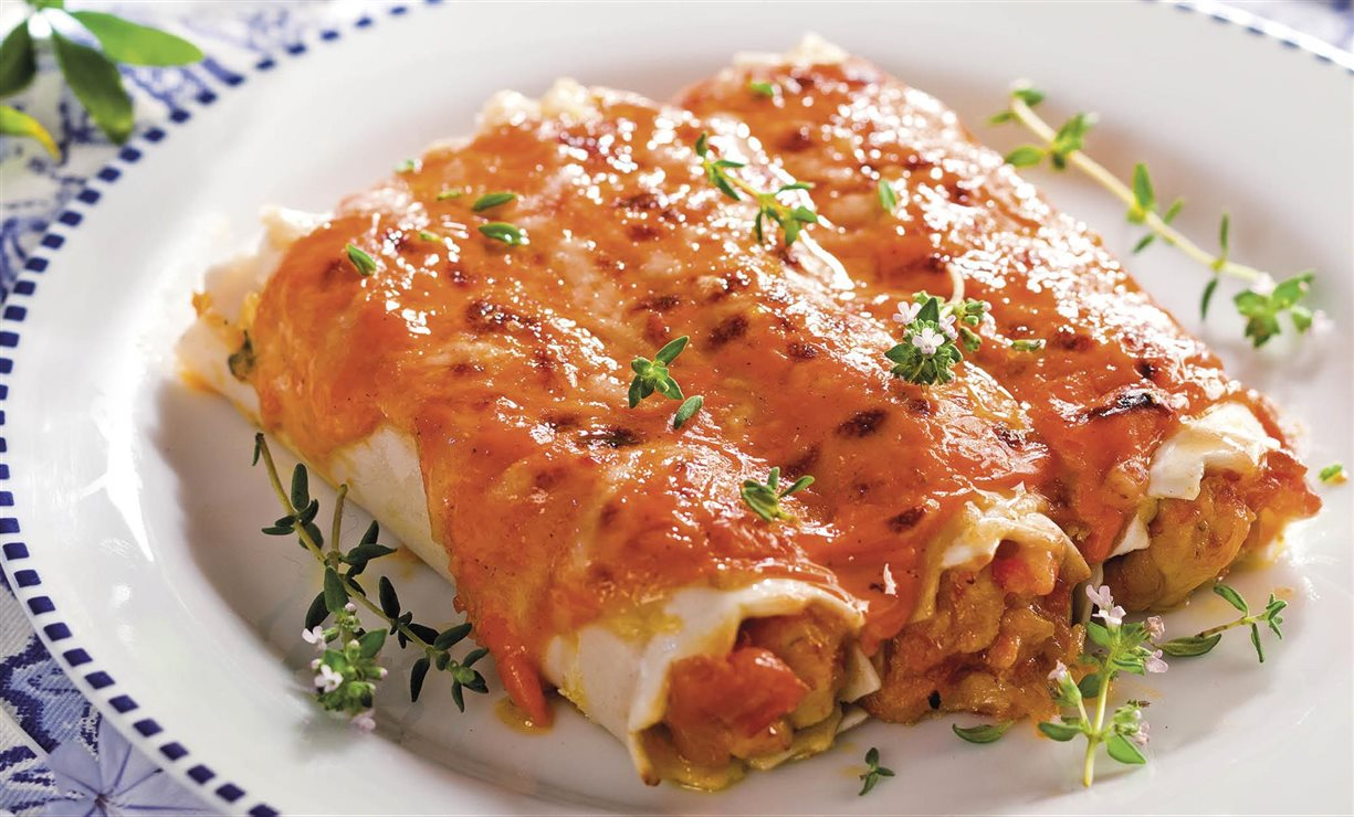 Canelones ligeros de pollo con salsa de pimientos for Canelones de pescado y marisco