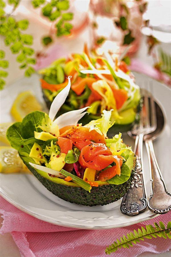 10 deliciosas recetas con salm n ahumado rico en omega 3 - Ensalada de aguacate y salmon ahumado ...