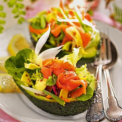 Aguacate relleno de ensalada y salm n ahumado - Ensalada de aguacate y salmon ahumado ...