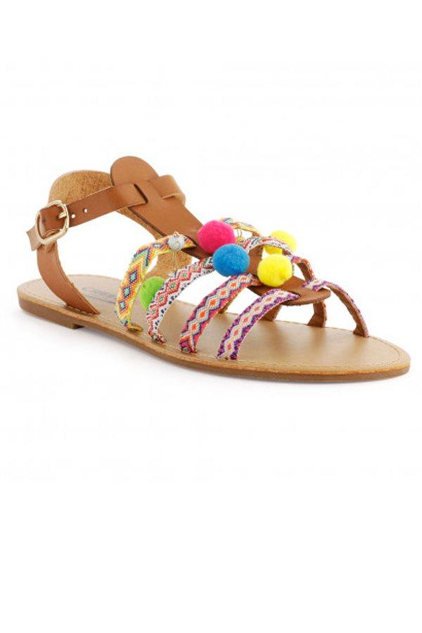 990fd8267 Hemos seleccionado una variedad de zapatos y bolsos que os prepara para el  verano, desde diseños clásicos a modernos.