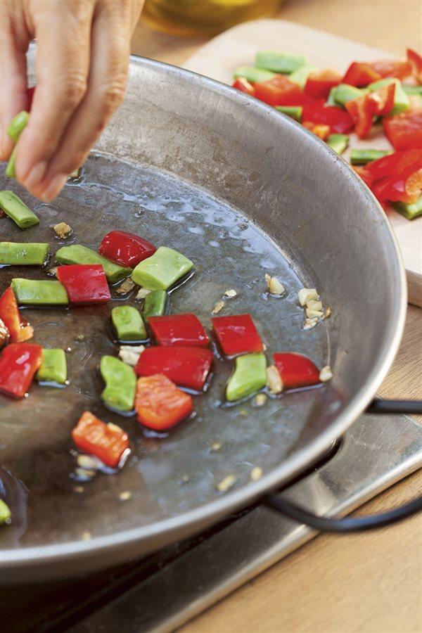 C mo hacer la paella perfecta paso a paso for Como hacer paella de verduras