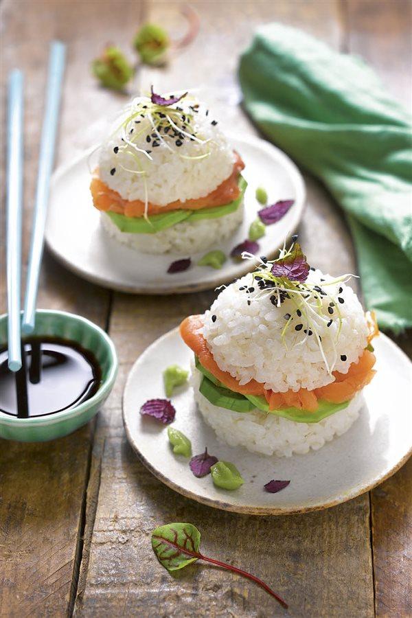 sushi burger de salmon. Sushi burger de salmón