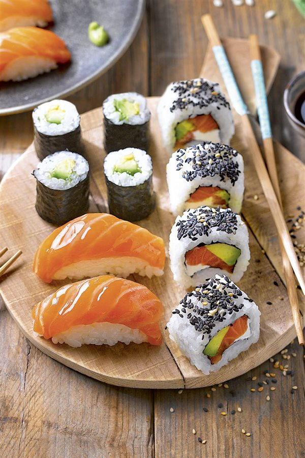 sushi variado tradicional. Sushi variado tradicional