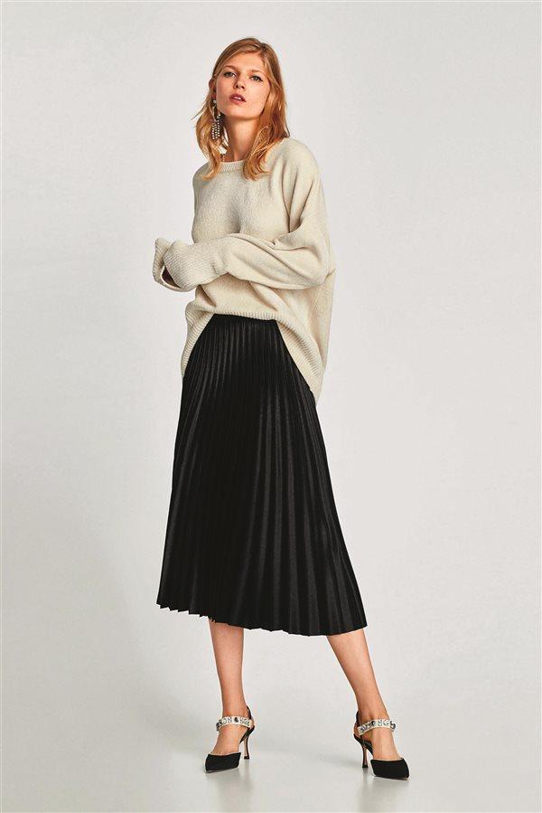 57c36e5341 moda mujer look clasico otoño invierno 2018 zara falda plisada 39