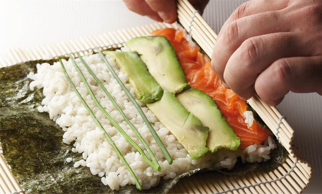 Descubre Cómo Hacer Sushi Paso A Paso Tú Puedes