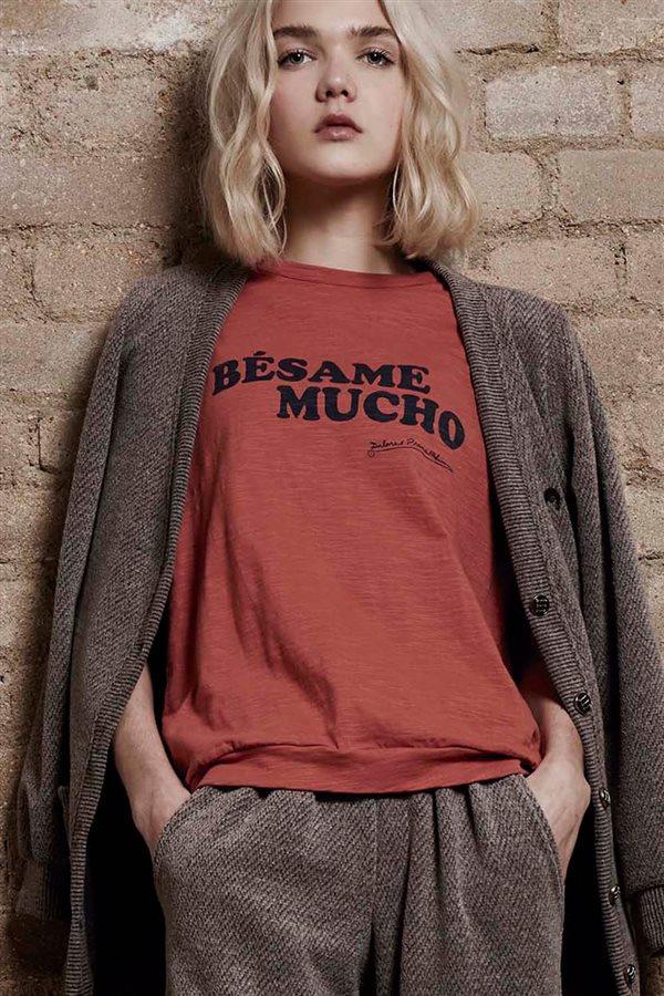 0ea45a6b55fff ropa mujer look urbano otoño invierno 2018 dolores promesas camiseta  49