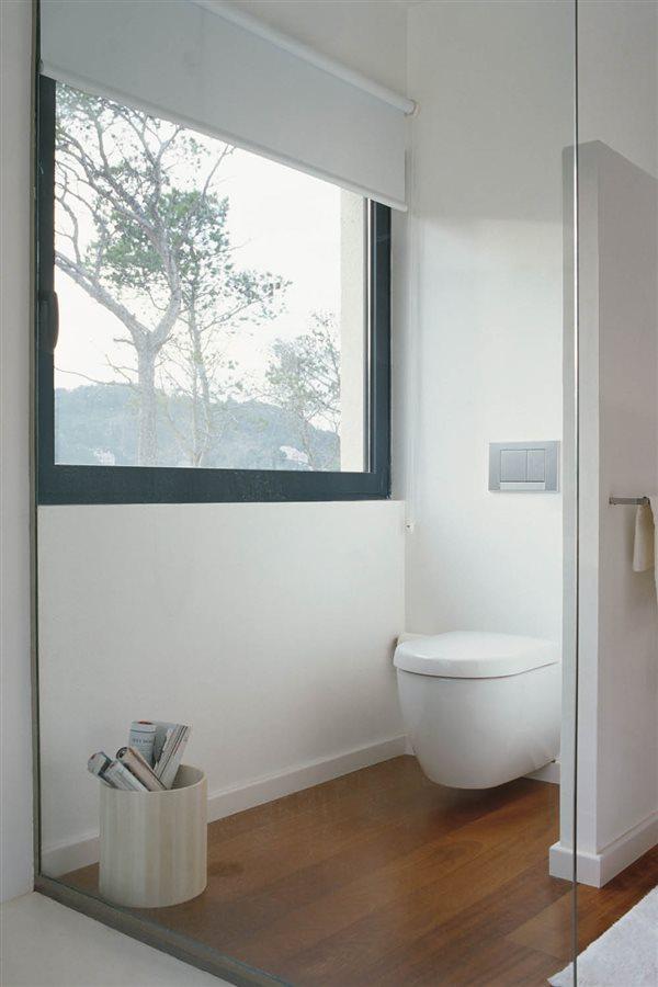 Evita riesgos  12 cosas que debes sacar del baño de inmediato 78d435a72b08