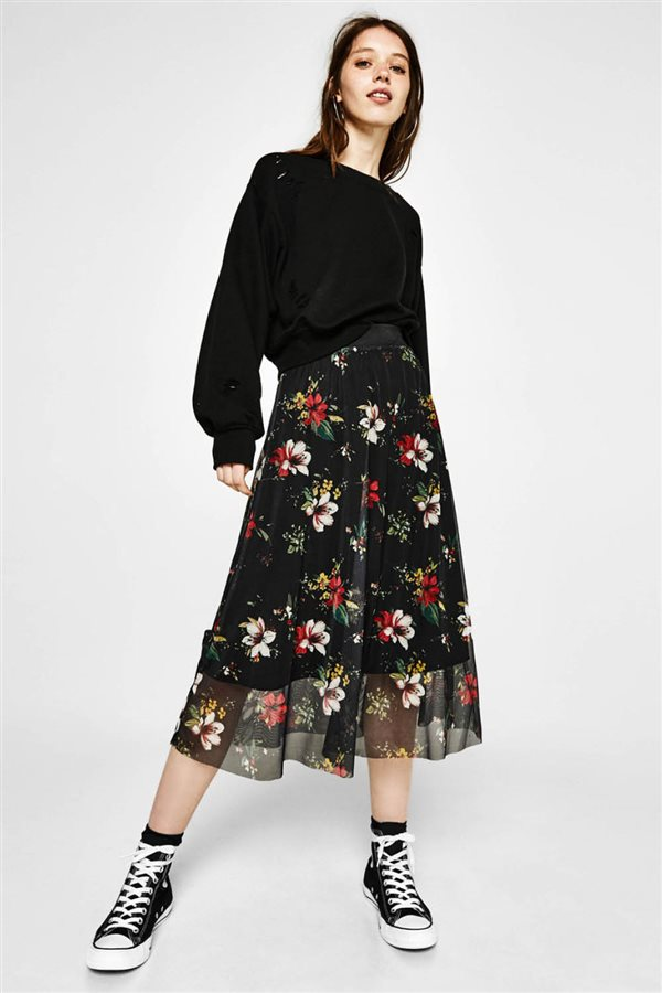 8655b0cb83 faldas looks otoño invierno 2017 2018 estampado floral bershka. ¿Estampado  floral  ¡Siempre