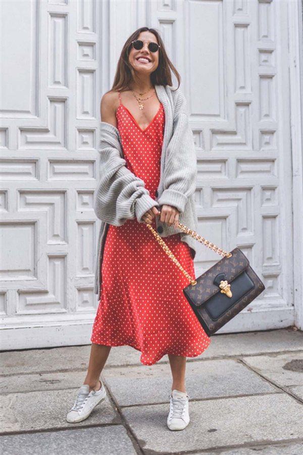perfect outfit rojo y marron gratis