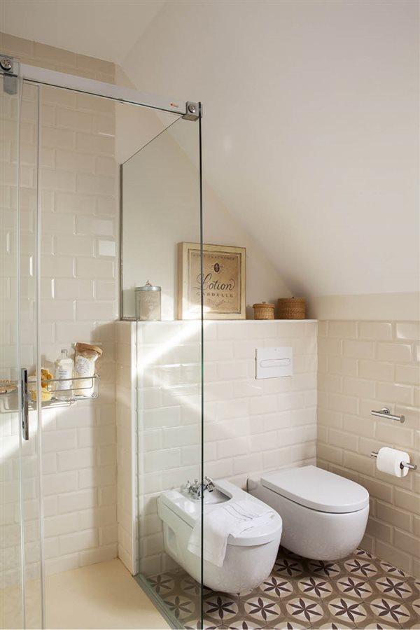 15 buenas ideas para ba os peque os for Fotos de cuartos de bano pequenos