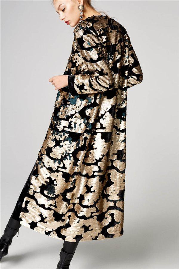 40d0bf8ac4c3 estilo fashion moda ropa mujer kimono uterque 179€. Kimono de lentejuelas