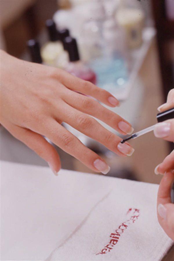 Aprende a hacerte la manicura francesa en casa como una profesional