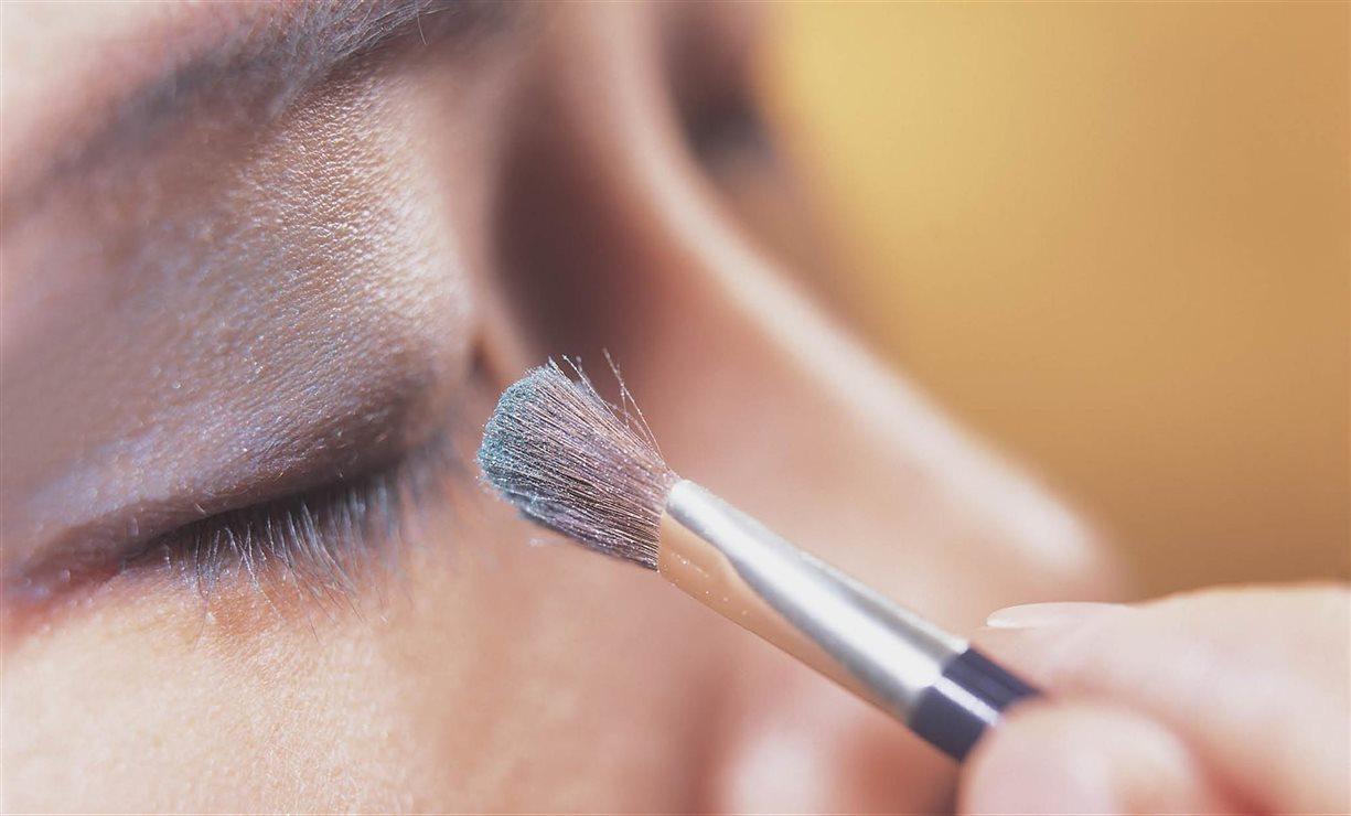 Gran guía de las cejas: cejas gruesas, cómo maquillarlas, depilarlas..
