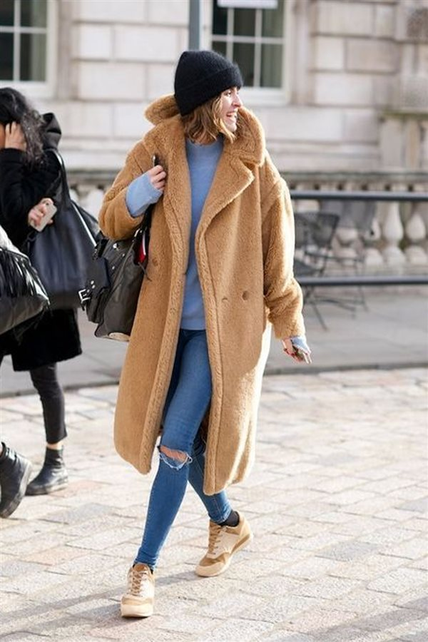 Outfit con abrigo color camel