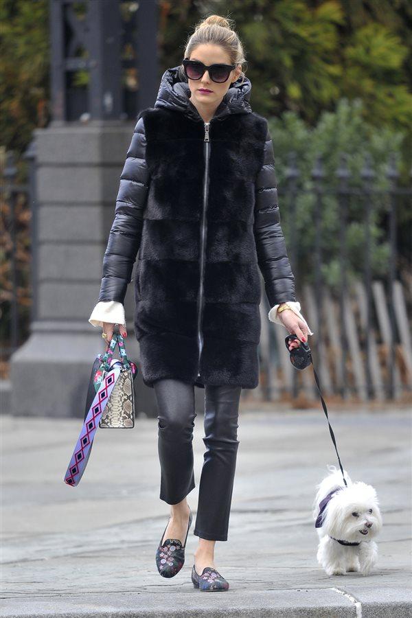 2590c0d4df2 zapatos planos Olivia Palermo 5. Pantalón de cuero