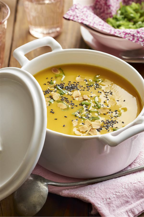 Casa y Jardín- -Gastronomia Crema-de-calabaza-al-curry_40928fda_600x900