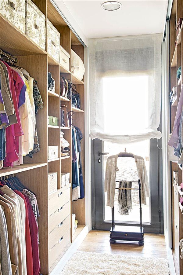 Trucos para organizar el armario con el m todo de marie kondo - Organizar armarios empotrados ...