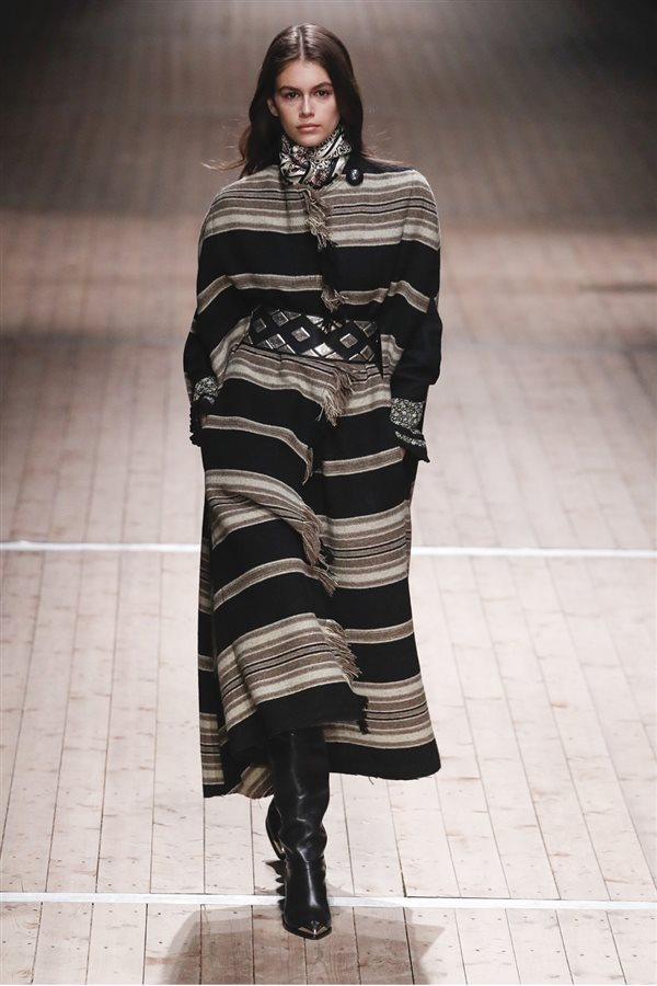 tendencias moda mujer otoño 2018 invierno 2019 paris milan new york 124.  Como una manta ea9cb4c25fb1