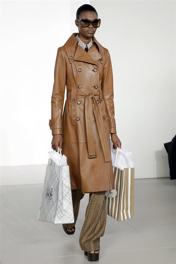 8df65e1762 tendencias moda mujer otoño 2018 invierno 2019 paris milan new york 1. El  trench ideal