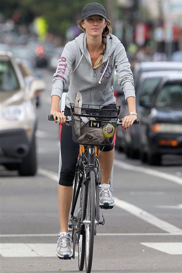 entrenar sin tiempo mujeres ocupadas deporte gimnasio gisele bundchen  bicicleta ciclismo. Trayectos activos 131968a23da6e