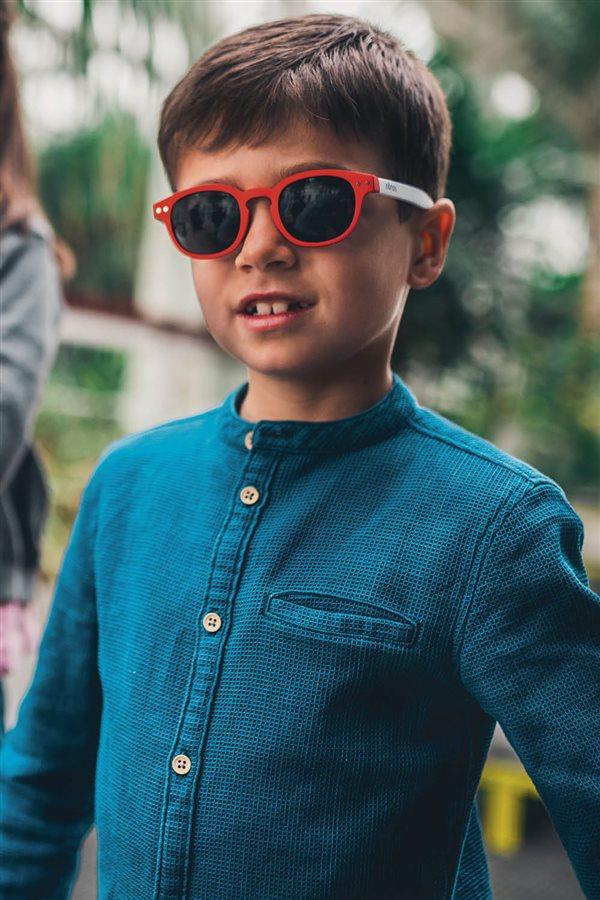 4d7deca055 Las gafas de sol deberían ser un básico a tener en cuenta antes de salir de  casa con los peques. ¡Descubre las últimas tendencias infantiles!