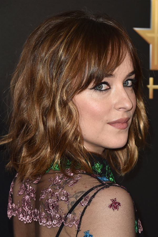 poco pelo dakota johnson. Cara redonda: flequillo ladeado