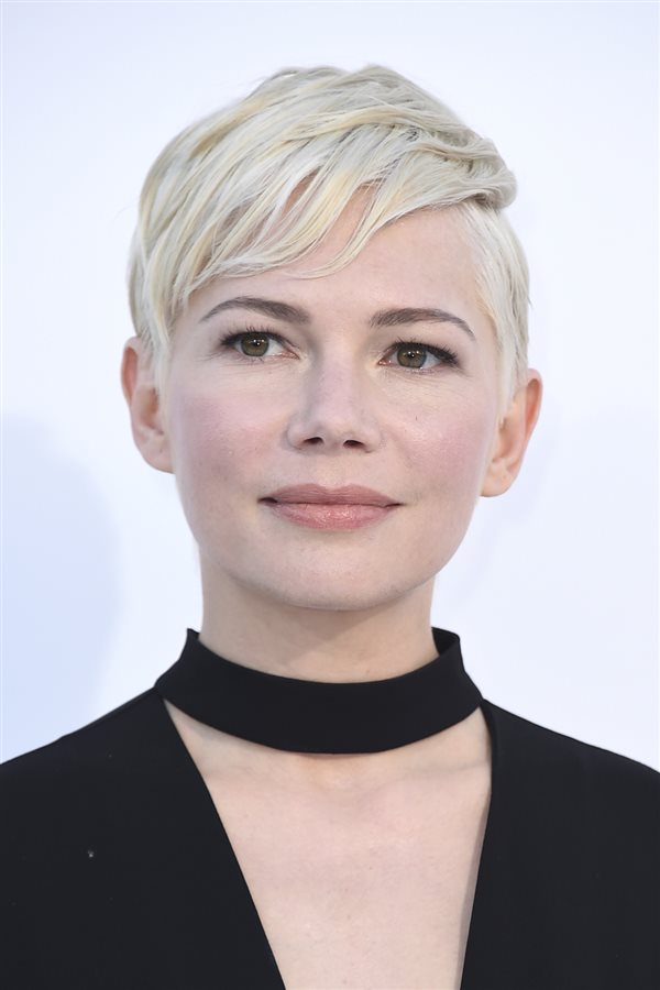 poco pelo michelle williams. Cara redonda: corto