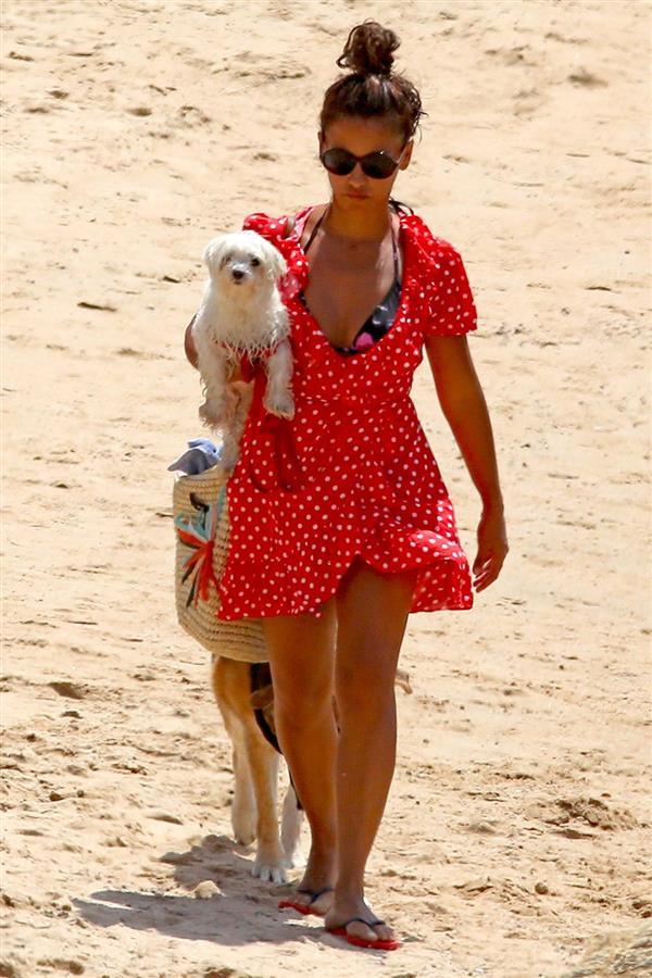 8cfe77c87 vestir playa monica cruz. ¿Cómo me visto en la playa