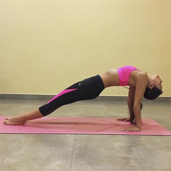 Las posturas de yoga que te van a cambiar la vida CRISTINA PEDROCHE 2. Mesa 656a6cd93750