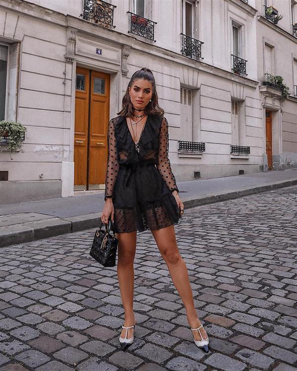 camila coelho vestido negro mini. Un little black dress
