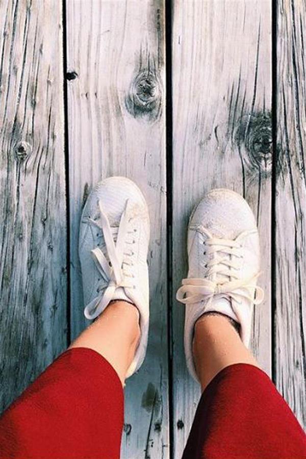 Looks de verano con zapatillas para cuando no quieres llevar sandalias 822bdf8e59a2