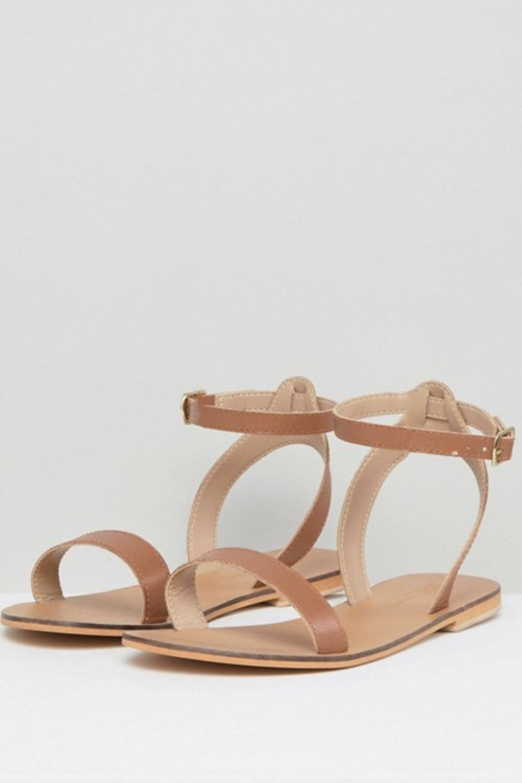 b4936b68a49 asos-sandalias-plana-cuero-marron-rebajas. Las más básicas