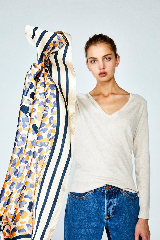 1ae677275ae1 Los pañuelos son el complemento de moda de este verano y prometen quedarse  con nosotras durante el otoño