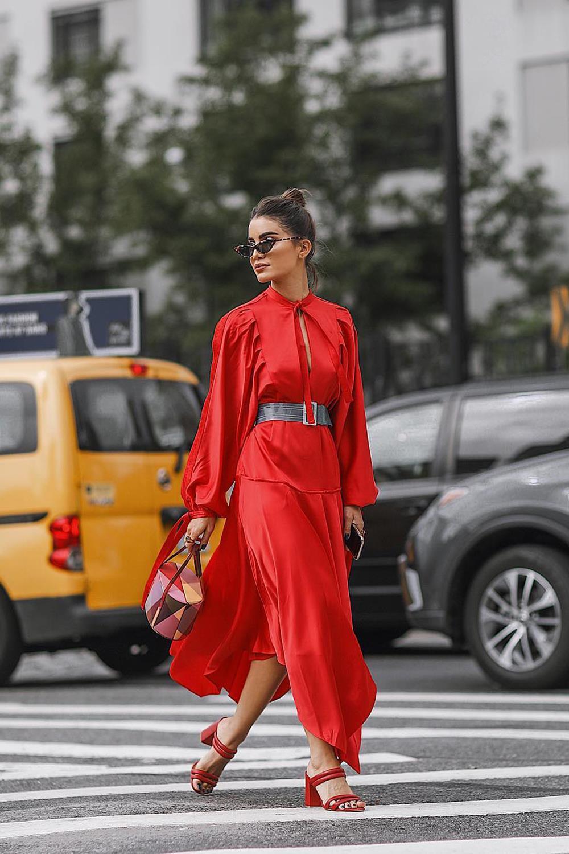 Combinacion vestido rojo con beige