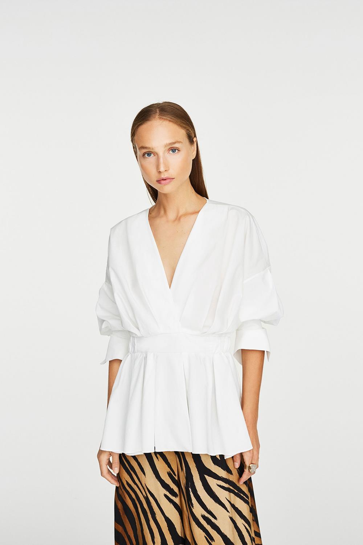 b0e23db34e5a 20 camisas blancas de mujer: Zara, Mango, Massimo Duti, Pull and Bear