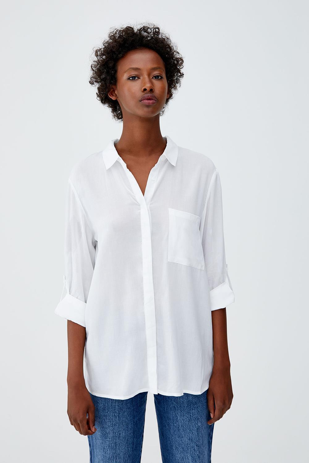 fd2cb06cc 5pull-and-bear-camiseta-blanca-clasica. Empecemos por la clásica