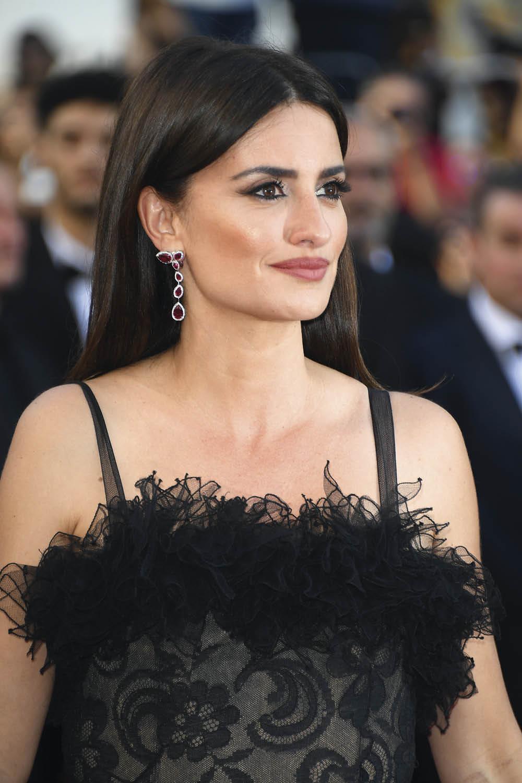 celebrities copia sus looks olga san bartolome Penelope Cruz extraliso raya  en medio . Un tono 0b6fc7d7c53a