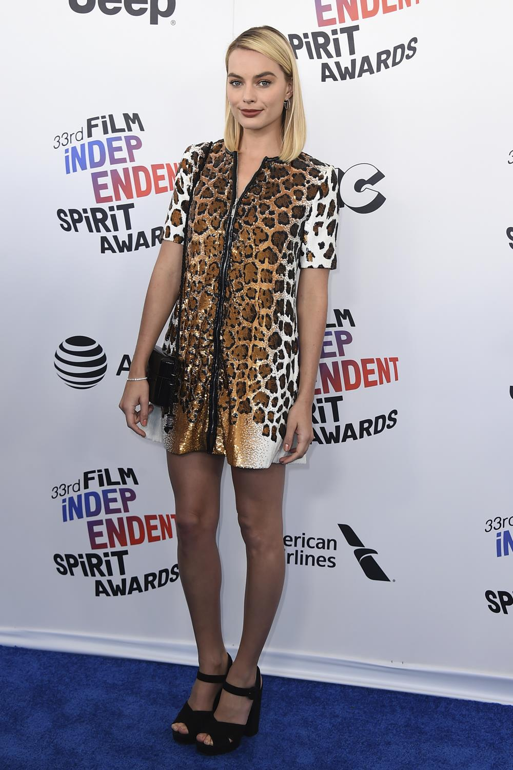 estampado leopardo Margot Robbie. Con medias