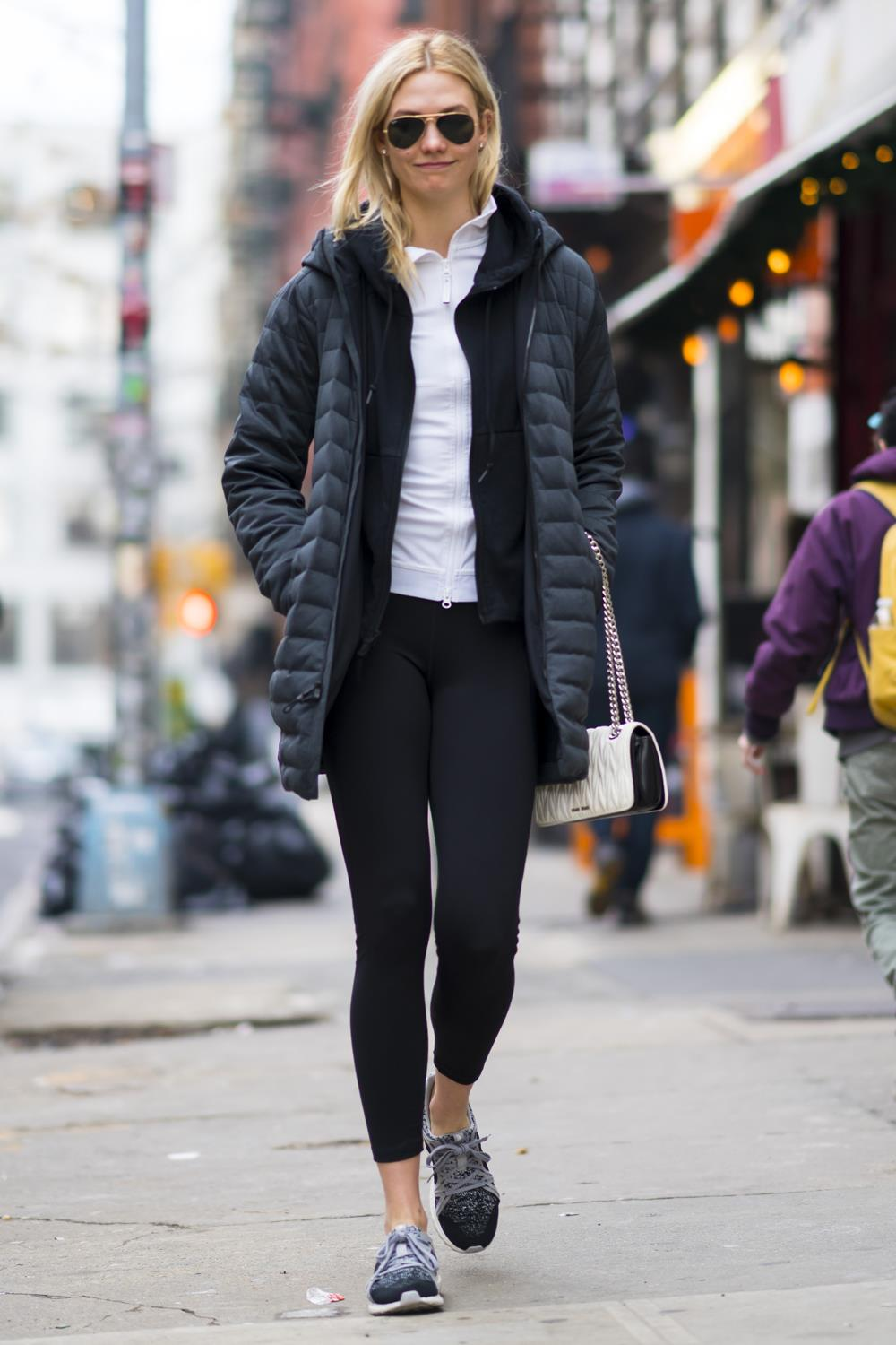 looks leggings Karlie Kloss. Sporty