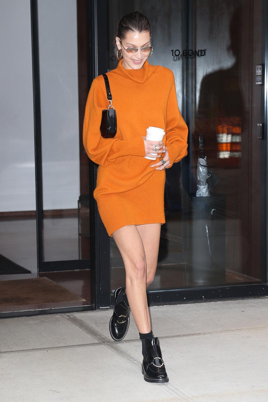 89a92327d4 Bella Hadid lleva uno de los vestidos de punto del otoño