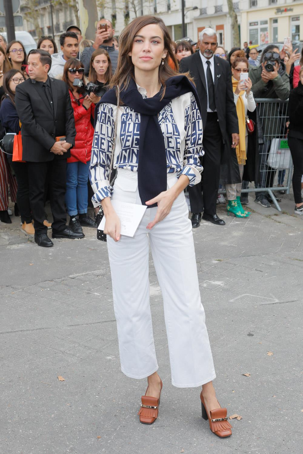 ropa madre looks influencers alexa chung. Mocasines con tacón