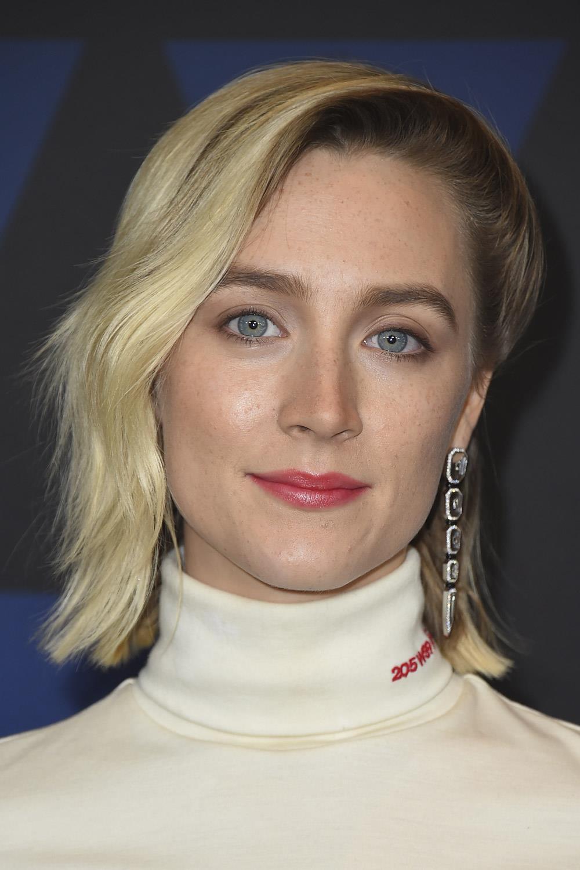 cortes de pelo según forma cara Saoirse-Ronan. Cara alargada y media melena: hacia un lado