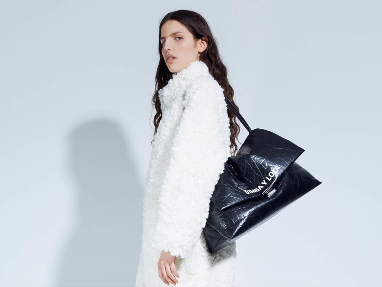 5acd2d254 Hemos seleccionado los bolsos más bonitos de la marca pero date prisa  porque no tardarán en agotarse.