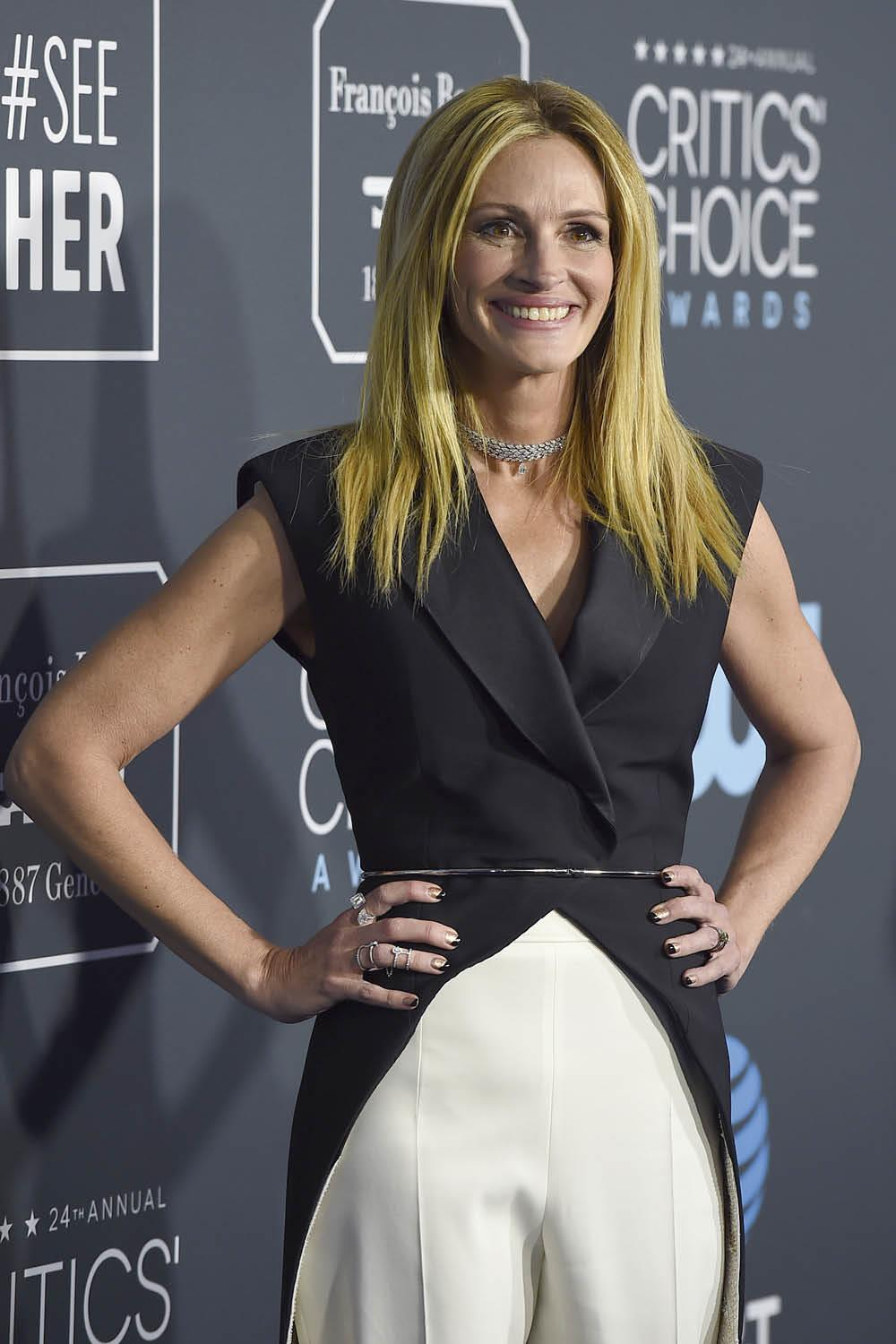 julia roberts pantalones looks annual Critics' Choice Awards. La clave de Julia
