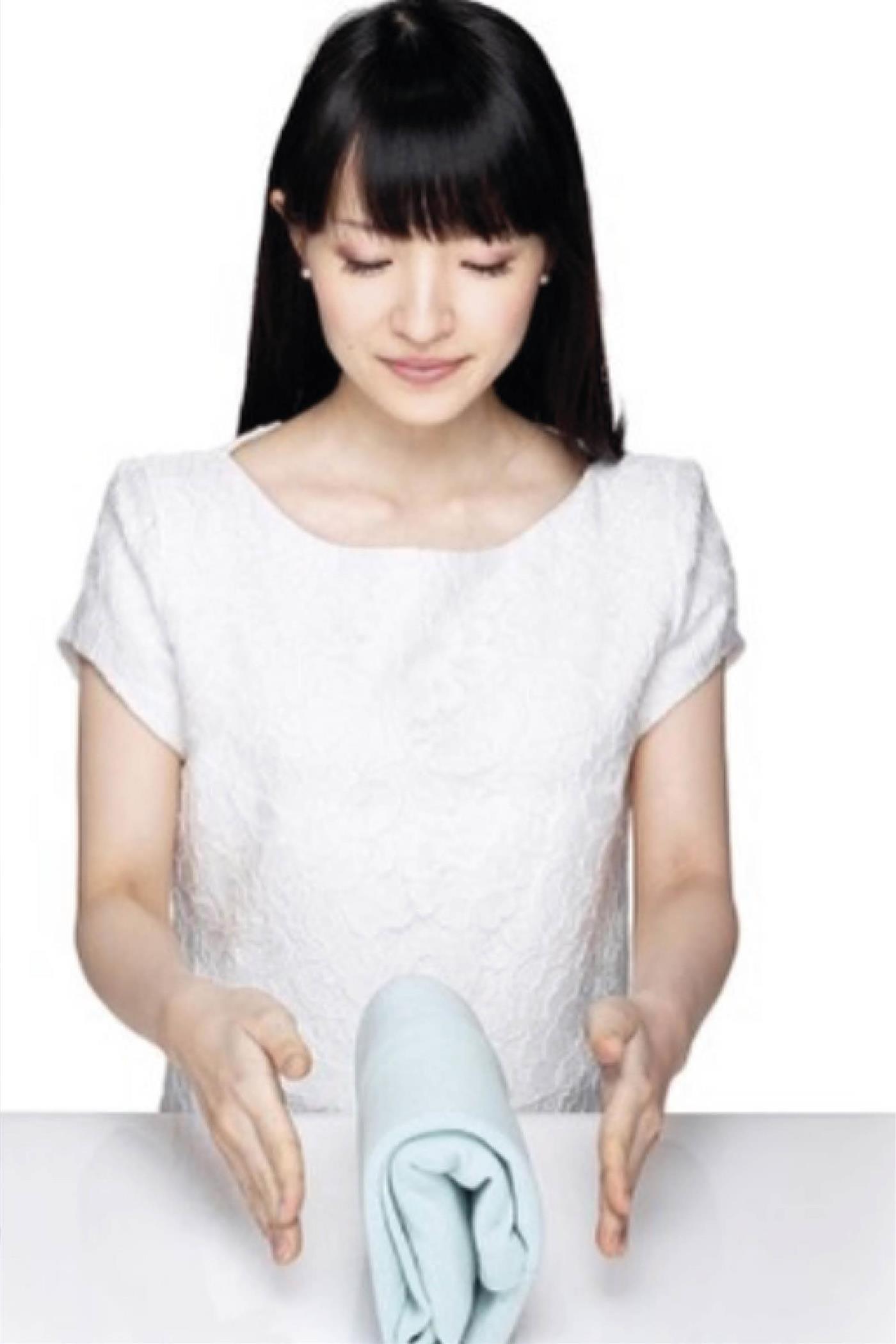 aedb67f77 Cómo doblar la ropa con el método Marie Kondo paso a paso