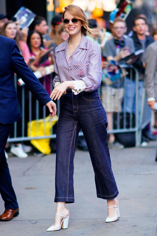 dfaf83e594 qué zapatos quedan bien con vaqueros Emma Stone. Boyfriend