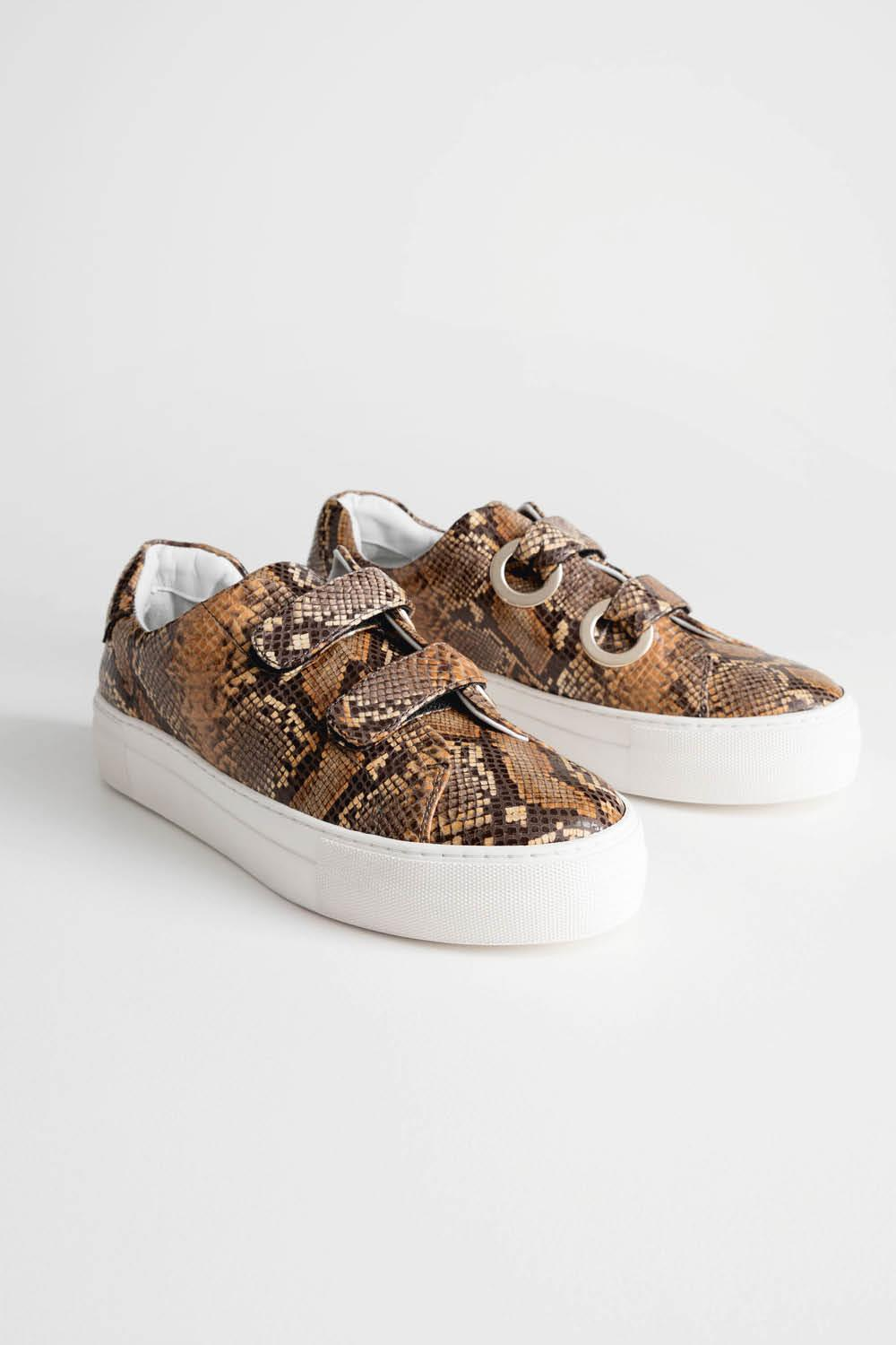 Snake Scratch Strap Sneakers 89 euros other stories. Con velcro