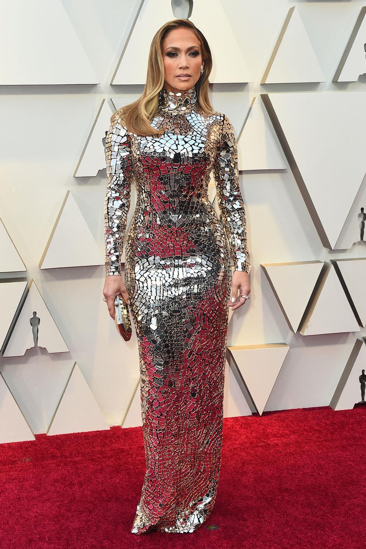 5840fdac80 oscar 2019 alfombra roja Jennifer Lopez. Jennifer Lopez