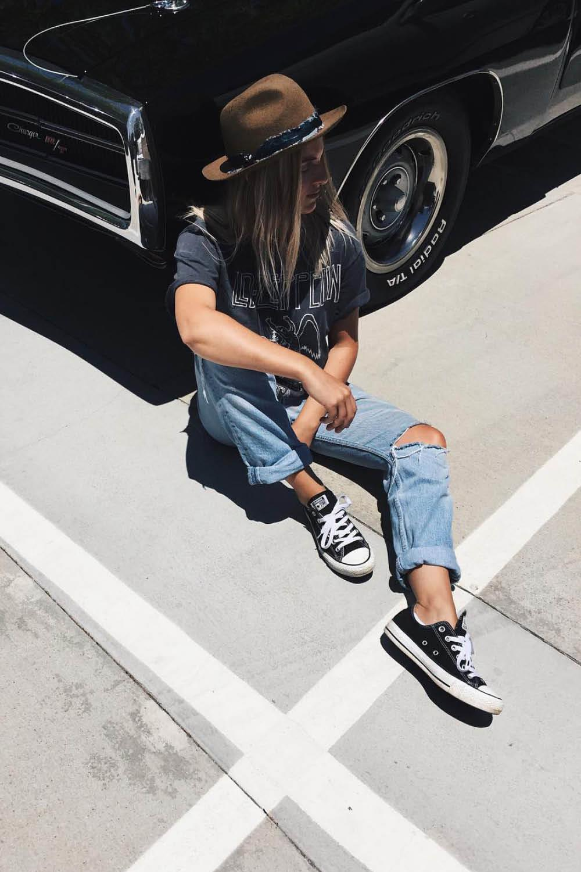 4023b9c688fd 10 zapatillas negras para combinar con cualquier prenda de tu armario