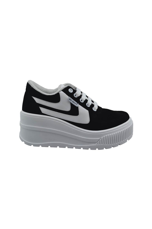 10 zapatillas negras para combinar con cualquier prenda de